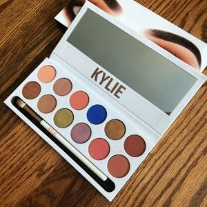 Kylie Cosmetics The Royal Peach Palette eyeshadow